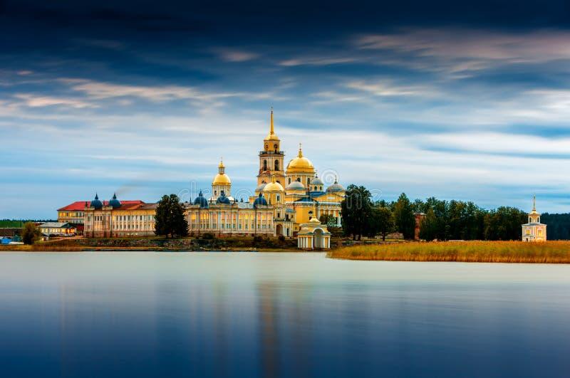 Nilov monaster, Stolobny wyspa w Jeziornym Seliger, Tver region, Rosja zdjęcie stock