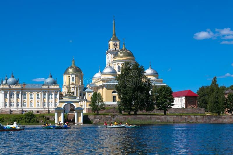 Nilovklooster op Seliger-meer in Rusland stock foto's