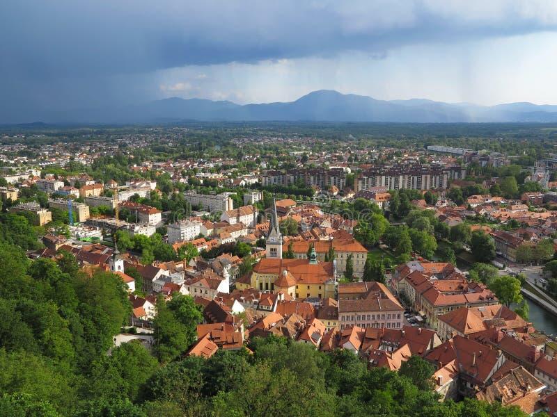 Nimbostratus σύννεφα πέρα από το Λουμπλιάνα στη Σλοβενία στοκ εικόνες με δικαίωμα ελεύθερης χρήσης