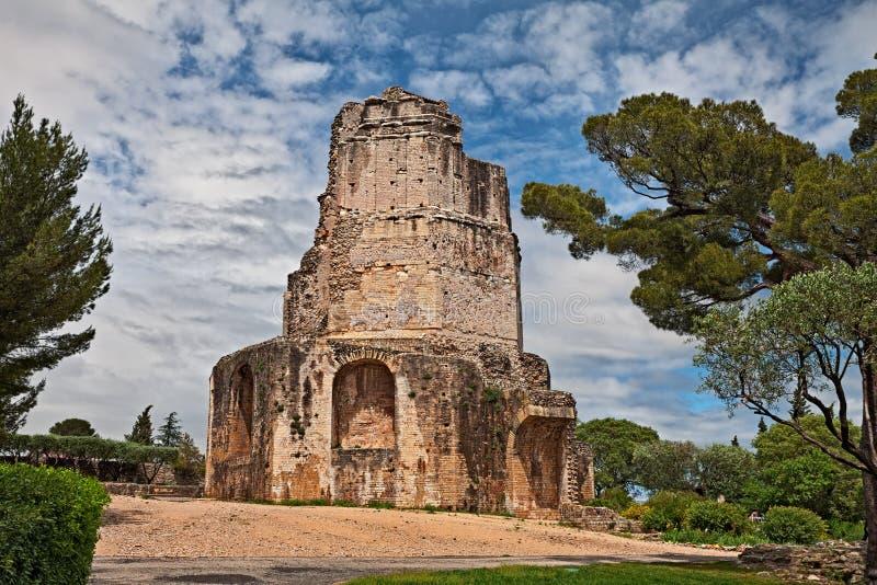 Nimes, Francja: antyczna Romańska wycieczka turysyczna Magne obraz royalty free