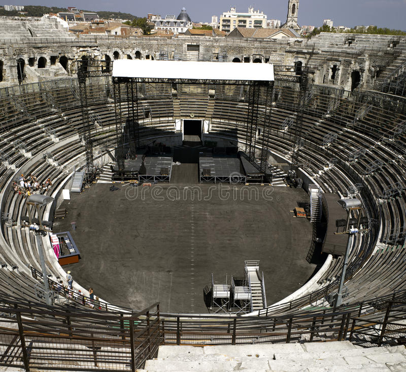 Nimes: O amphitheater romano imagens de stock royalty free