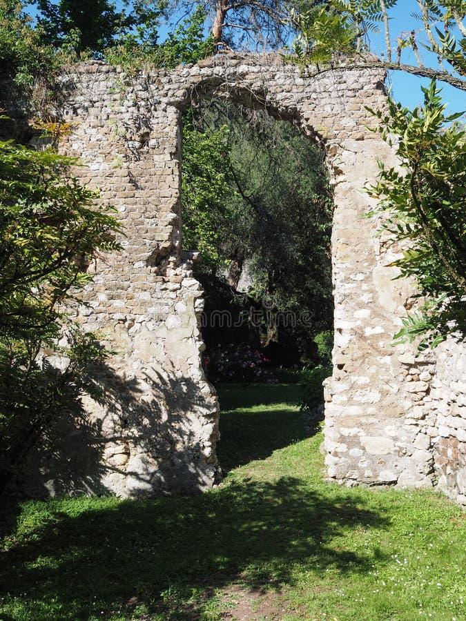 Ninfa庭院在意大利 免版税库存照片