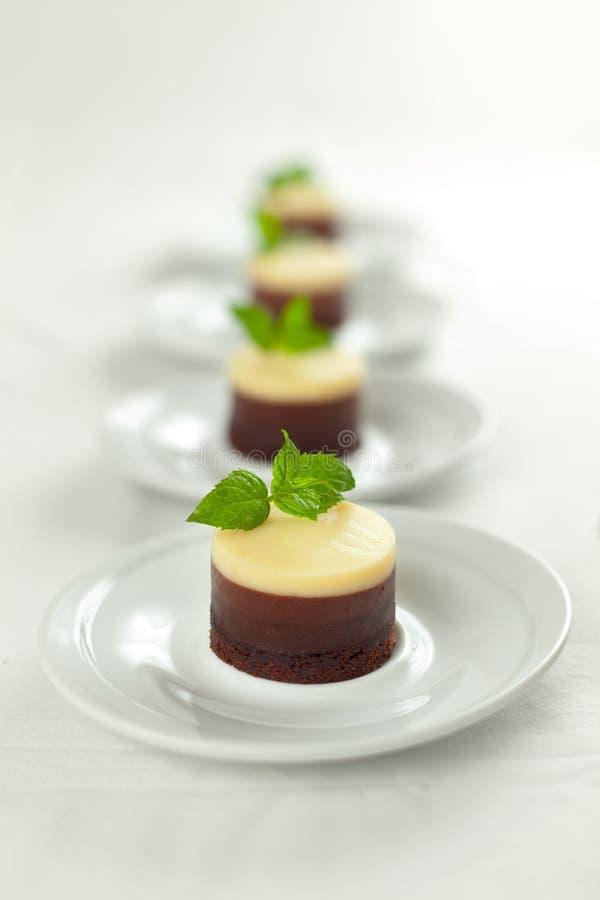 Download Ningún Cueza Al Horno 3 Pasteles De Queso De Los Chocolates Foto de archivo - Imagen: 16037214