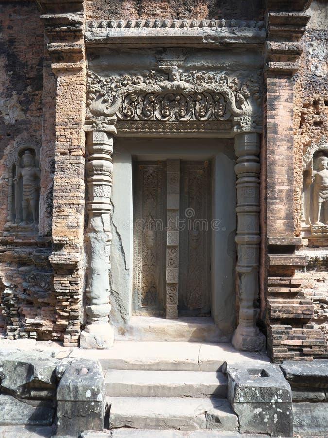 Ninguna muestra de la imagen en la entrada del templo de Emerald Buddha, Phnom Penh foto de archivo