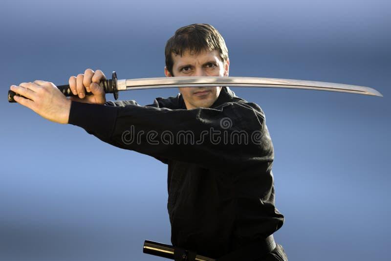 Ninja med svärdet fotografering för bildbyråer