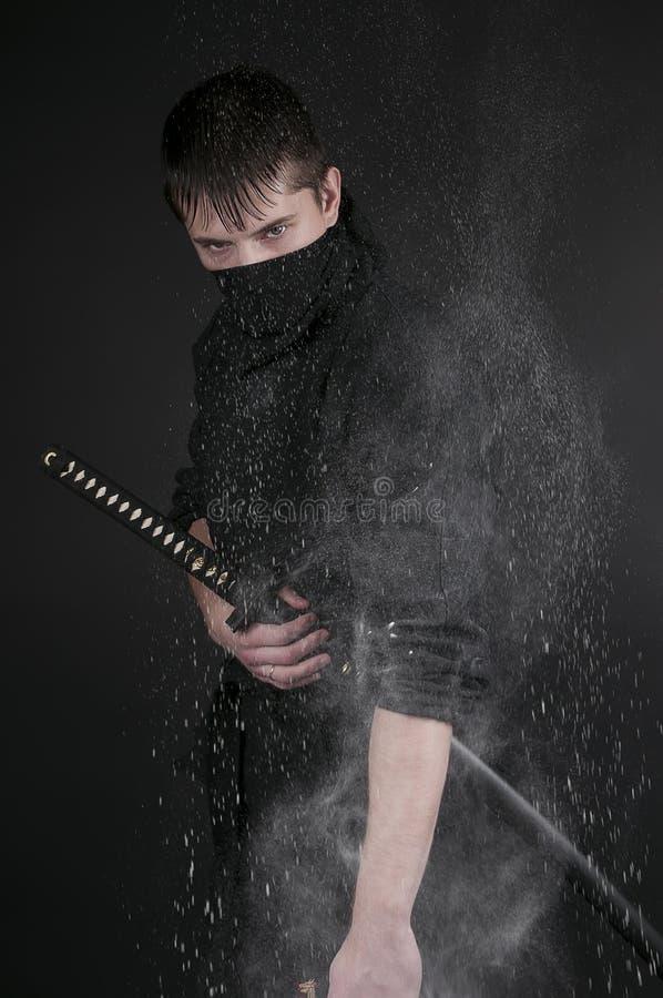 Ninja - spion, saboteur, stelthmördare av feodala Japan. Ninja wi royaltyfria bilder