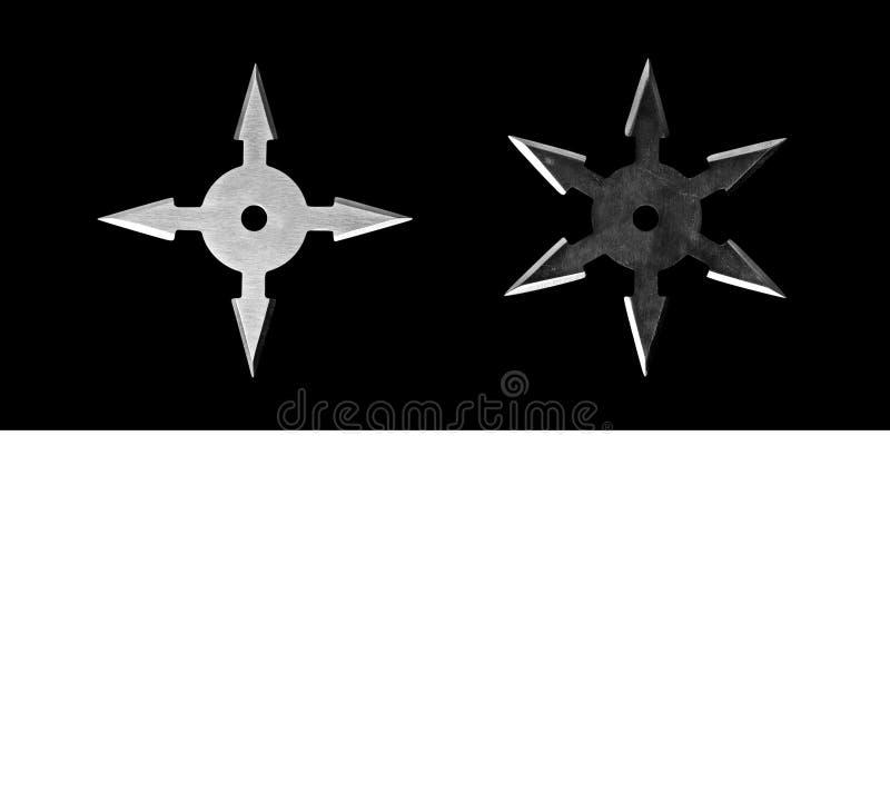 Ninja Star Shurikens på svart bakgrund med utrymme, snabbt PA royaltyfri foto