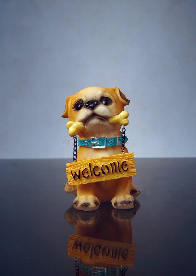 Ninnolo benvenuto del cane immagini stock