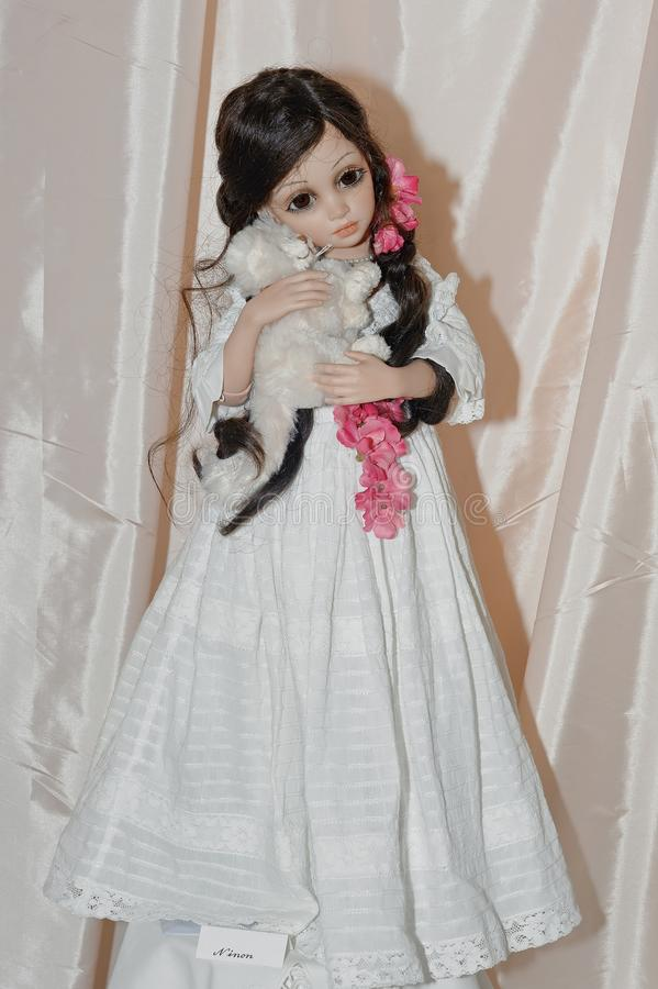 Ninon,由Siu陵Wang德国的OOAK可收回的瓷玩偶 免版税库存照片