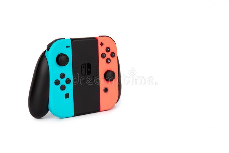 Nintendo-de Schakelaar vreugde-bedriegt controlemechanisme op een witte achtergrond stock afbeelding