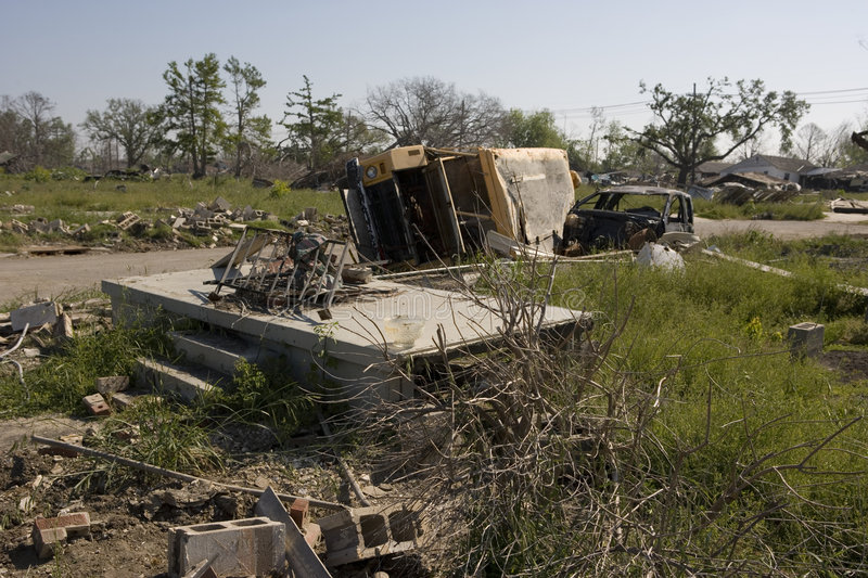 Ninth Ward empty lot and school bus 4364 stock image