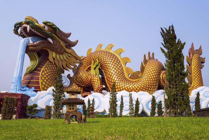 Nio-draken väggen (Jiulongbi) på Beihai parkerar, Peking, Kina royaltyfri fotografi