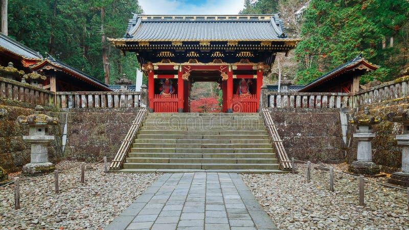 NIO-Montag-Tor bei Taiyuinbyo - das Mausoleum von Tokugawa Iemitsu in Nikko lizenzfreie stockfotografie