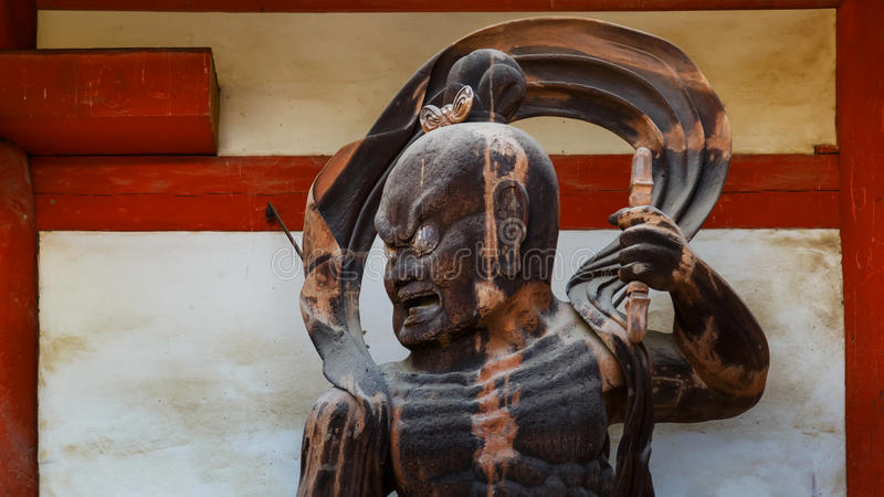 NIO-Statue an Daigo-jitempel in Kyoto, Japan stockfotos