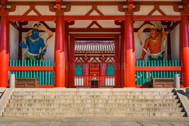 NIO-wohltätige Könige die Wächter am Tor von Shitenno-jitempel in Osaka, Japan lizenzfreie stockfotos