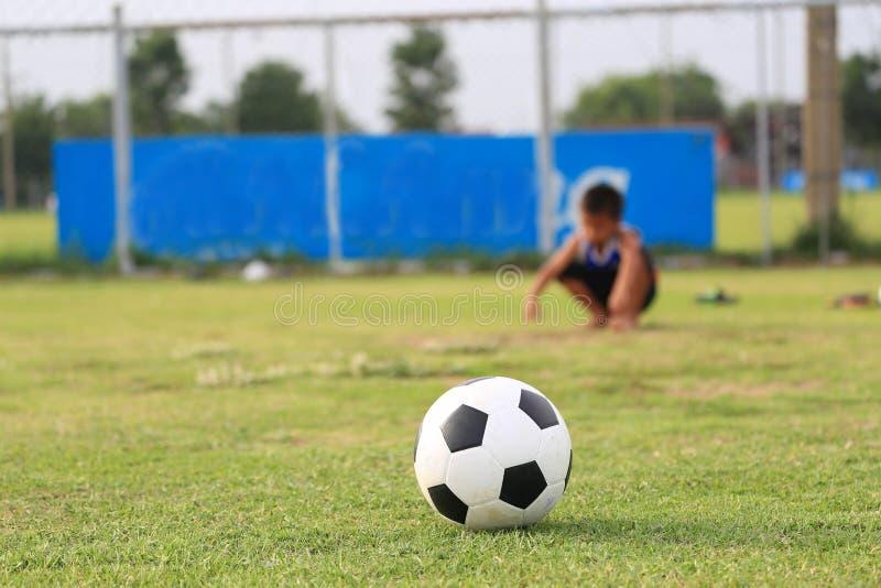 Download Ni?os Que Juegan A F?tbol En El Campo Imagen de archivo - Imagen de humano, meta: 41921631