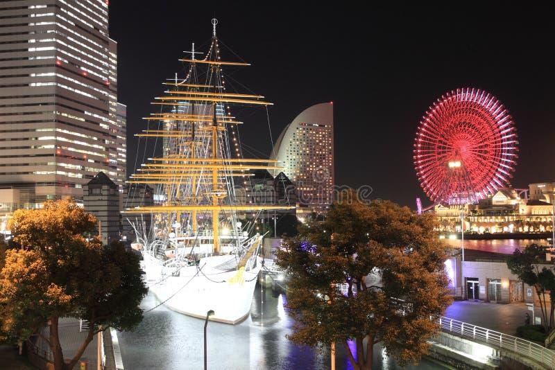 Nippon maru en Wereld van Yokohama Cosmo in Japan stock afbeelding