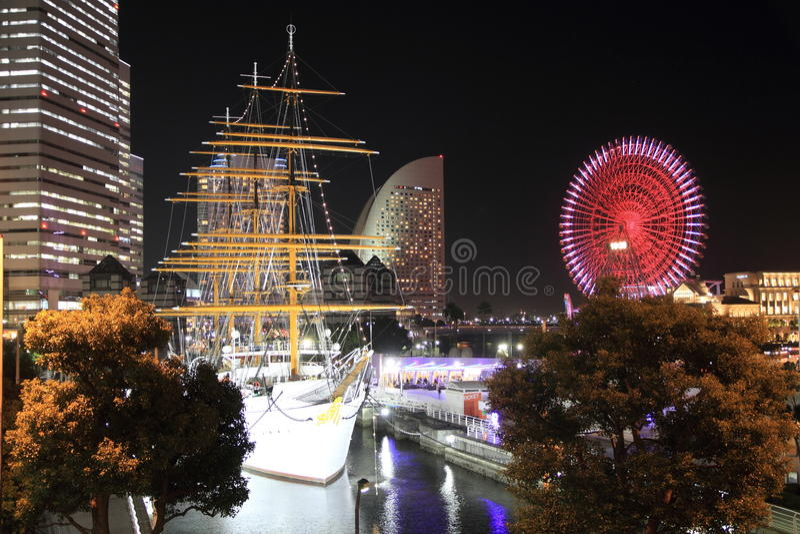 Nippon maru och Yokohama Cosmo värld i Japan royaltyfri foto