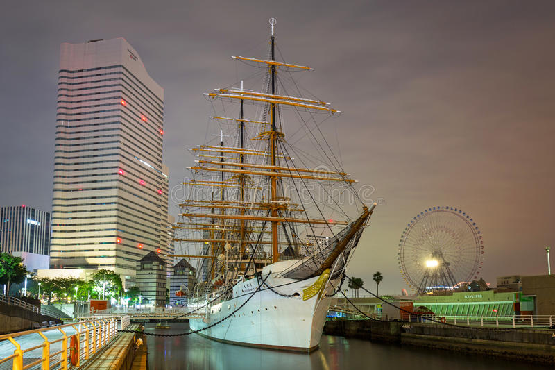 Nippon Maru seglingskepp i Yokohama på natten, Japan royaltyfri foto