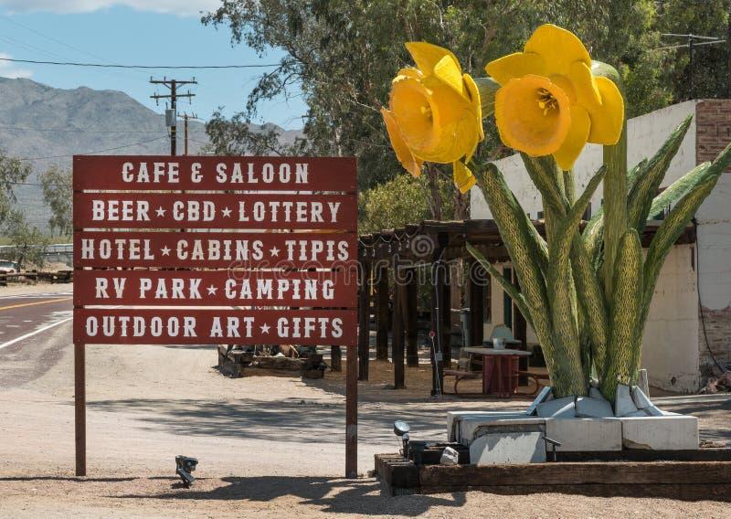 Nipton, υπηρεσίες Καλιφόρνιας και έργο τέχνης στοκ φωτογραφία