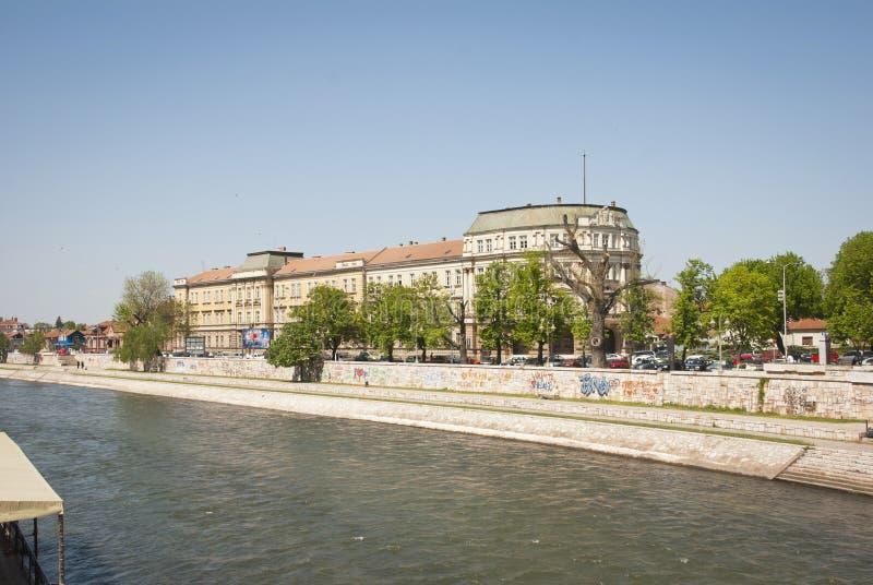 Nis z Nisava rzeką, Serbia zdjęcie royalty free
