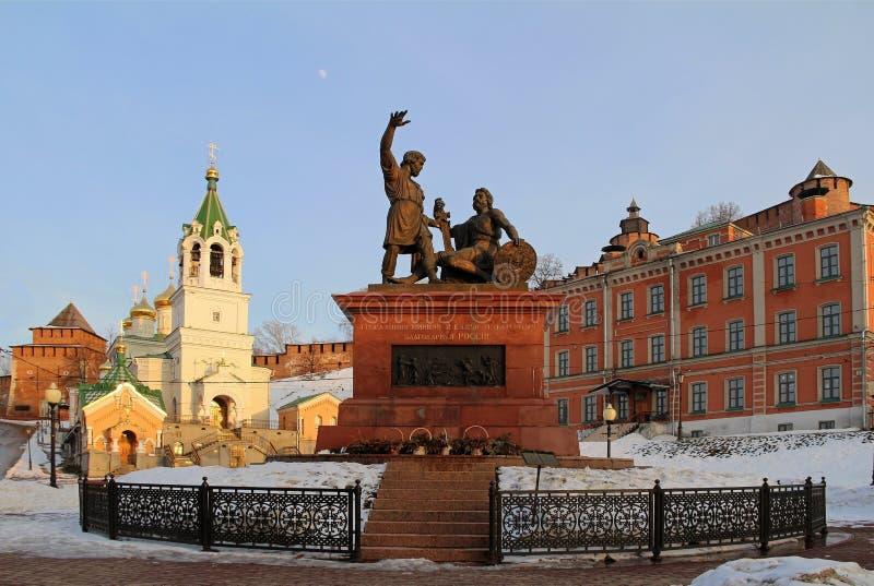 Nischni Nowgorod, Russland - Mrz? h 8, 2017: Monument Minin und Pozharsky nahe dem Kreml lizenzfreie stockbilder