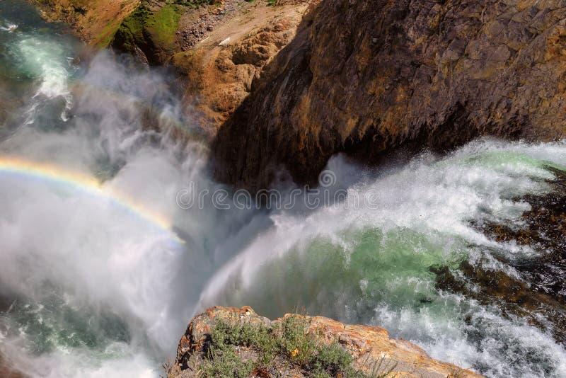 Niscy Yellowstone spadki, tęcza w Yellowstone parku narodowym i, Wyoming obrazy stock