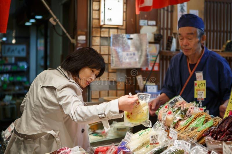 Nishiki matmarknad Kyoto Japan arkivfoto
