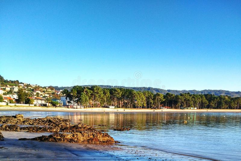 niska fala na plaży obraz stock