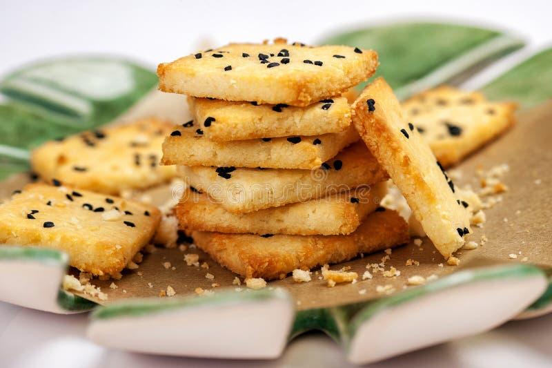 Niski carb gluten uwalnia krakersy zdjęcia stock