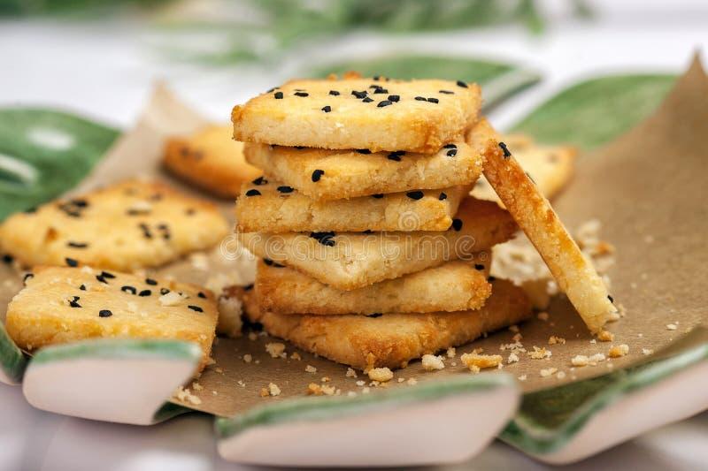 Niski carb gluten uwalnia krakersy zdjęcie stock