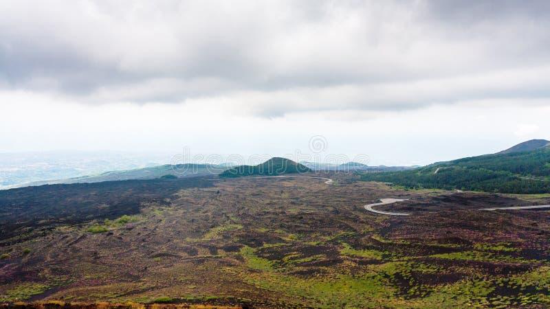 Niski chmurny niebo nad lawowymi polami na górze Etna fotografia royalty free