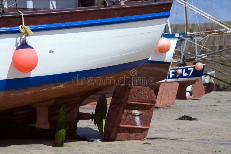 niski rudders łodzi przypływ. zdjęcia royalty free