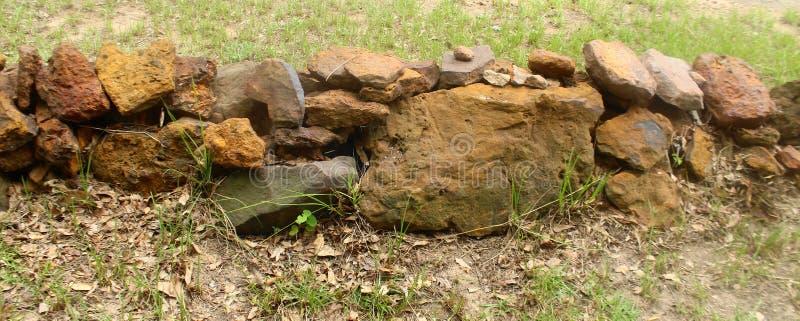 Niski skały ogrodzenie zdjęcia royalty free