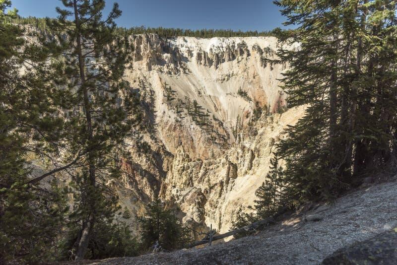 Niski Yellowstone Spada dolinne falezy blisko Artist& x27; s punkt zdjęcie stock