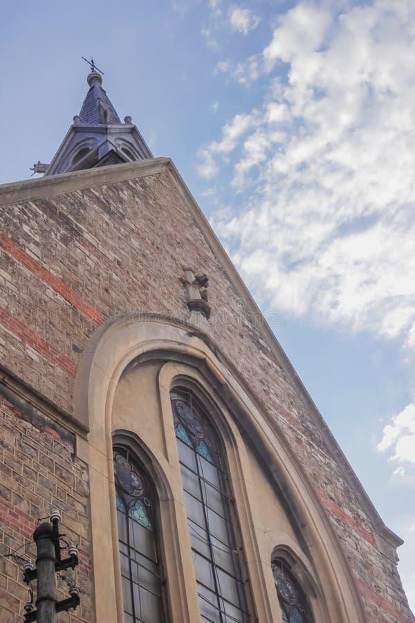 Niskiego kąta widok Ewangelicki kościół zdjęcia stock