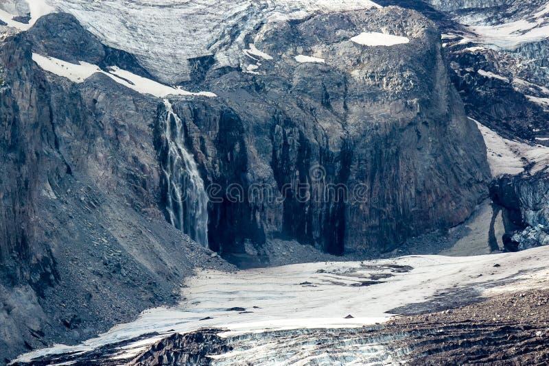 Nisqually glaciär och vattenfall fotografering för bildbyråer