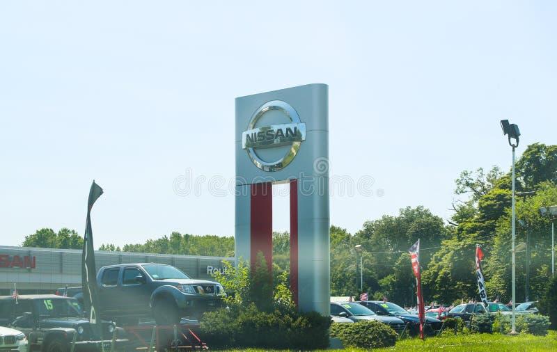 Nissan Car och SUV återförsäljare royaltyfri bild