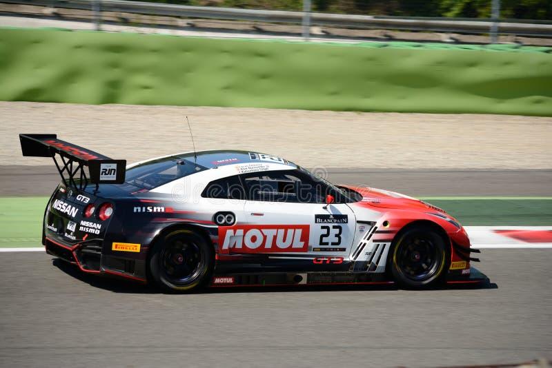 Nissan GT-R Nismo GT3 no circuito de Monza imagem de stock royalty free