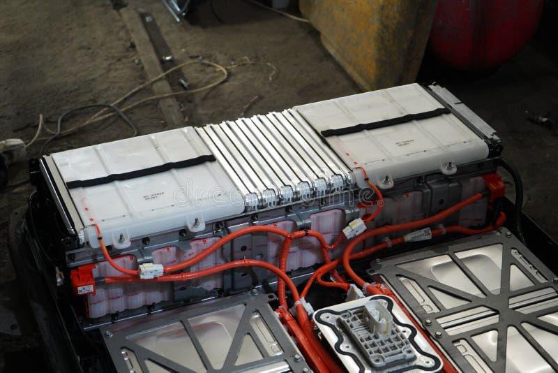 Nissan Leaf Battery Box Opened com células de bateria imagens de stock