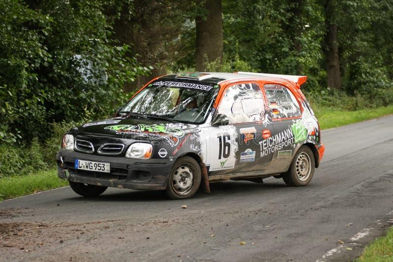 Nissan-Mikrons Rallye Auto lizenzfreie stockfotografie