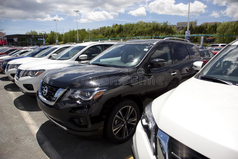 Nissan Pathfinders novo foto de stock