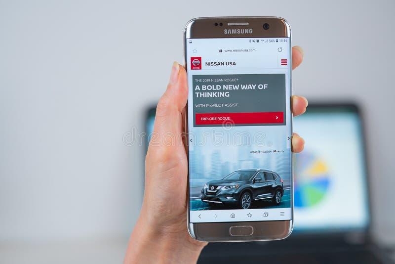 Nissan strona internetowa otwieraj?ca na wisz?cej ozdobie zdjęcie royalty free