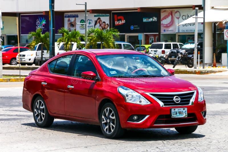Nissan Versa royaltyfria bilder