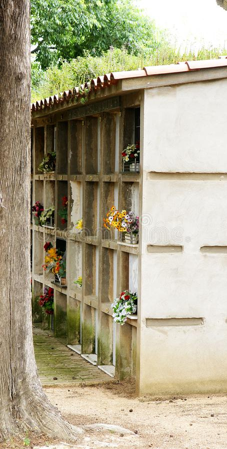 Niszy w cmentarzu Porqueres obrazy stock