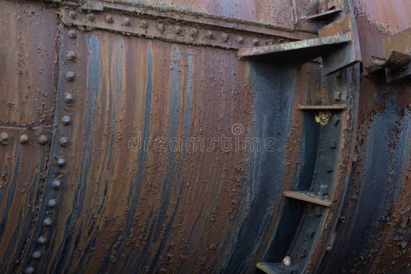 Nitat industriellt metallrör med rostpolityrer, kopieringsutrymme fotografering för bildbyråer
