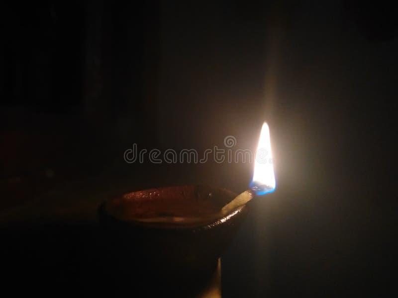 Nite lampa som sätts i nattetid arkivbild