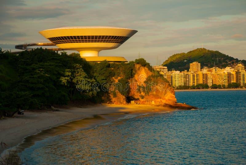 Niteroi stad, Rio de Janeiro-staat, Brazilië: MAC Niteroi Museum van Eigentijdse Kunst van Niteroi Architect Oscar Niemeyer stock afbeelding