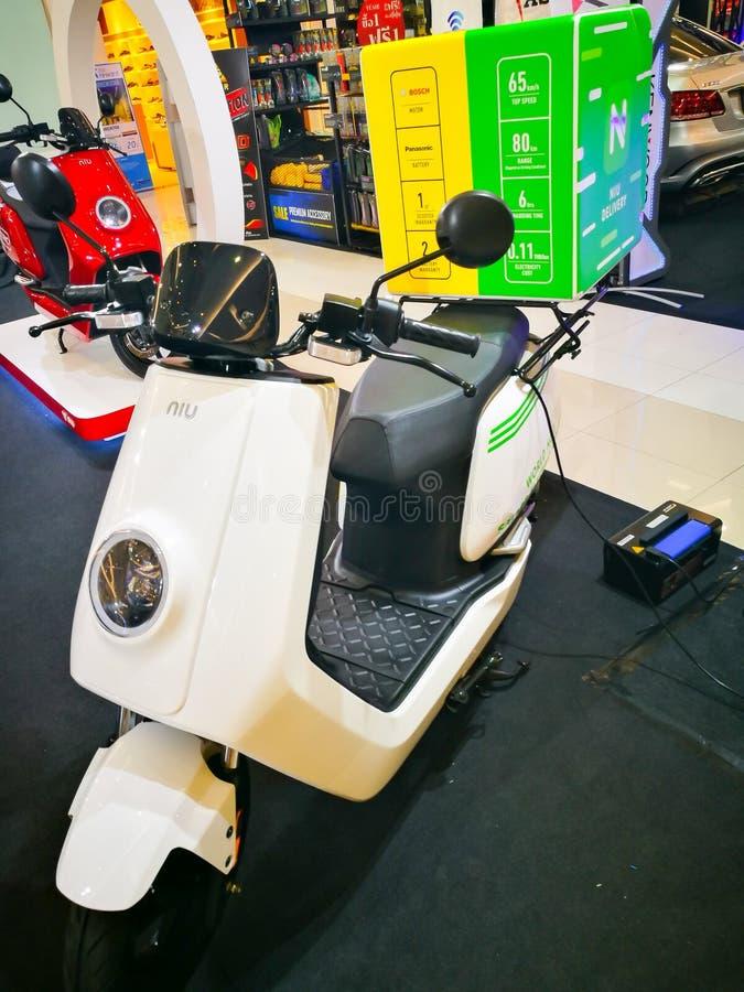 NIU entrega o melhor veículo elétrico na classe da dois-roda posta por um motor bonde e por Panasonic de Bosch imagem de stock