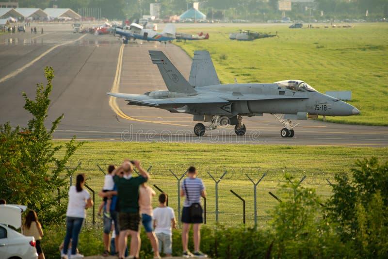 Nivå för McDonnell Douglas F/A-18 bålgetingkämpe royaltyfri foto